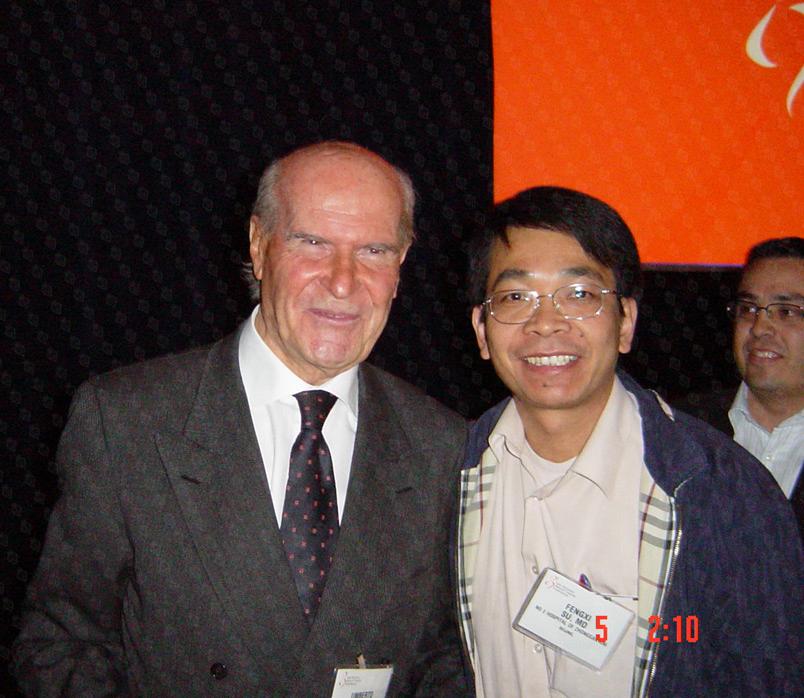 乳腺癌保乳手术第一人、 意大利前任卫生部长、IEO欧洲肿瘤研究院创始人兼院长 翁贝托·韦罗内西教授(Prof. Umberto Veronesi)(上图左、下图左) 和苏逢锡教授(上图右)、克里希纳·克劳医生(下图右) 薪火相传,引领世界保乳最佳模式和技术。