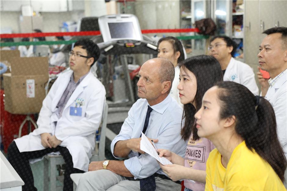 法比奥·贝洛托医学博士受邀与广东省人民医院心脏康复专家进行病案研讨
